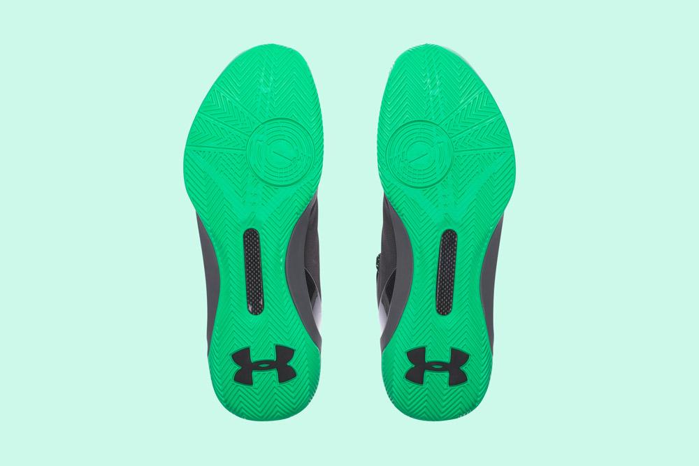 Under Armour Curry 3 — basketbalové boty — kotníkové — pánské — tenisky — sneakers — šedé, zelená podrážka