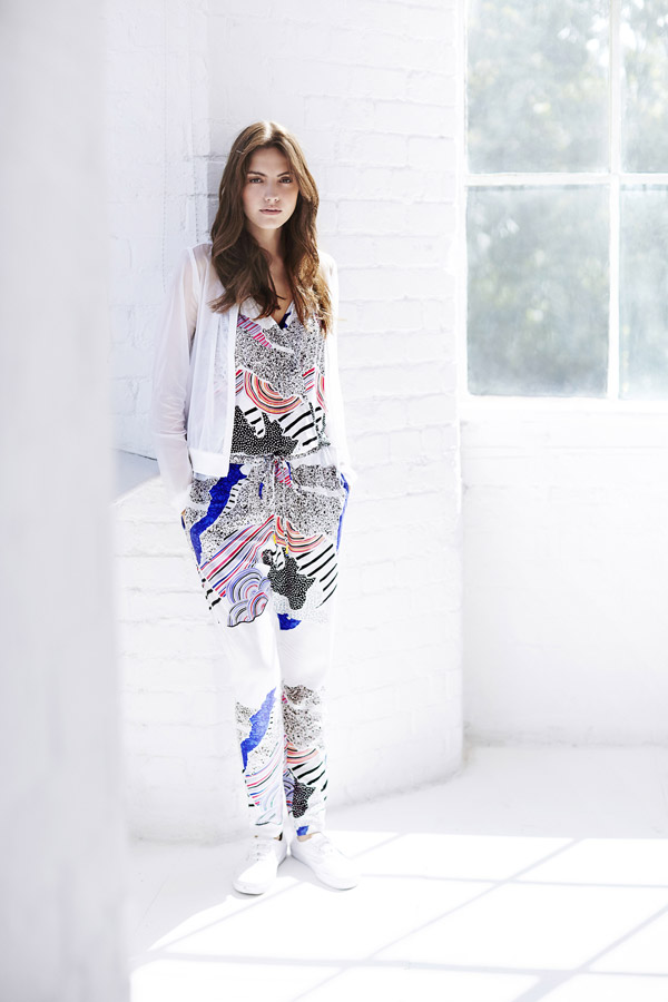 Bench — dámský bílý pullover s barevným vzorem — bílá halenka