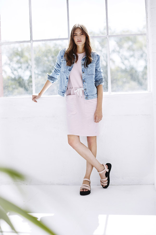Bench — dámská džínová bunda — růžové letní šaty