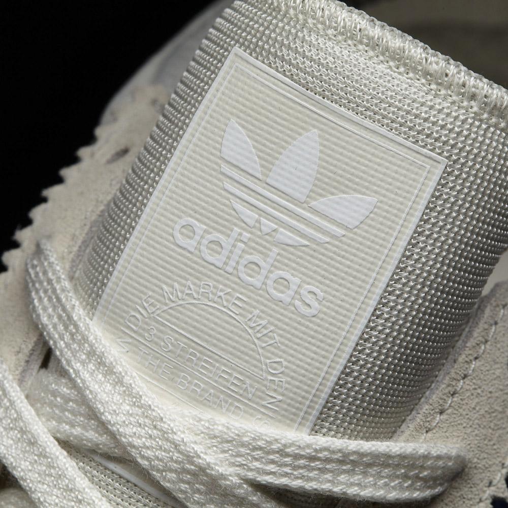 adidas Originals Iniki runner — 70' retro tenisky — jazyk — detail
