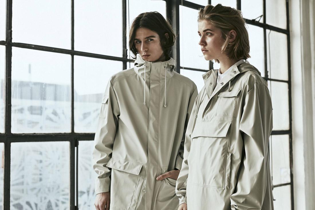 Rains LTD. — nepromokavé bundy, pršipláště, pláštěnky s kapucí, raincoats — pullovery — dámské, pánské — smetanově bílé — jaro/léto 2017