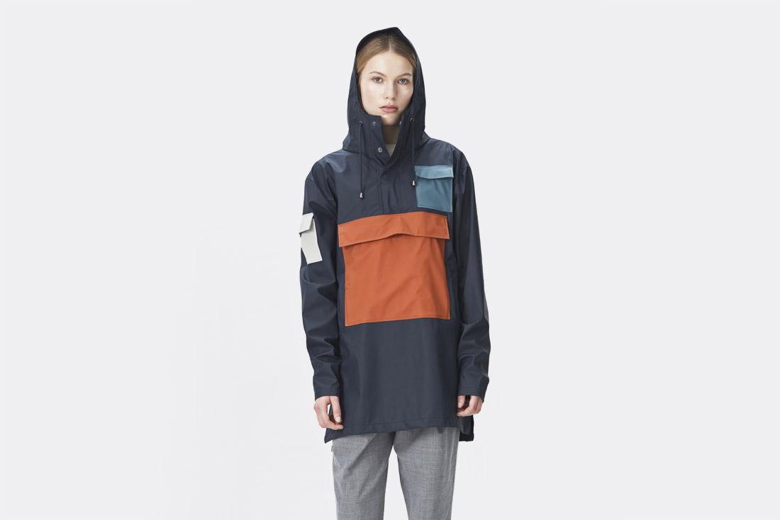 Rains LTD. — oranžovo-modrý pršiplášť s kapucí — dámský pullover — pláštěnka — raincoat — nepromokavá bunda — dámská — jaro/léto 2017