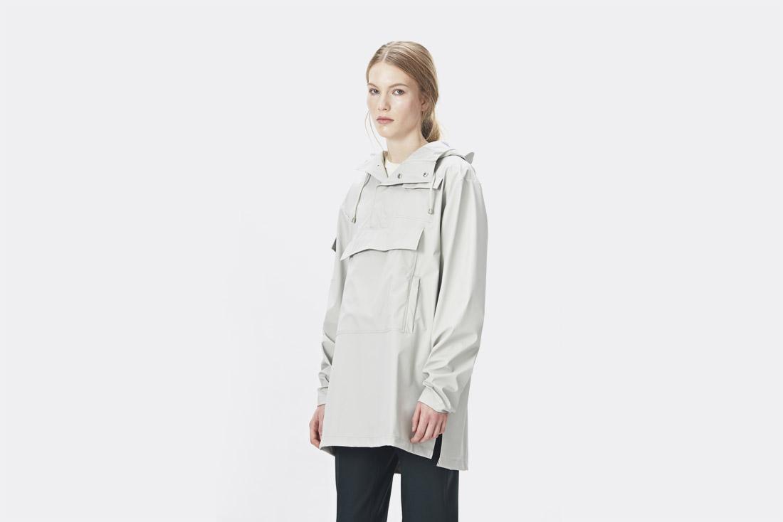 Rains LTD. — smetanově bílý pršiplášť s kapucí — dámský pullover — pláštěnka — raincoat — nepromokavá bunda — dámská — jaro/léto 2017