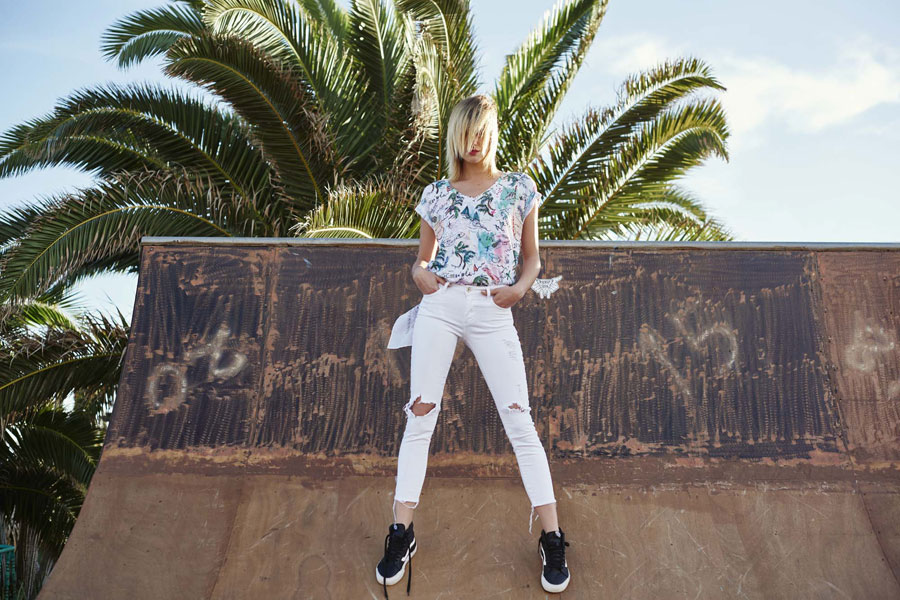 Femi Pleasure — barevné tričko s ilustracemi — jaro/léto 2017 — lookbook