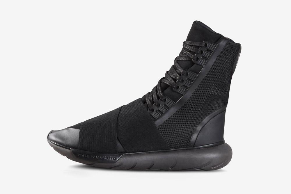 Y-3 — Qasa Boot — sneakers — black — futuristické boty — tenisky — tmavě šedé, černé — luxusní