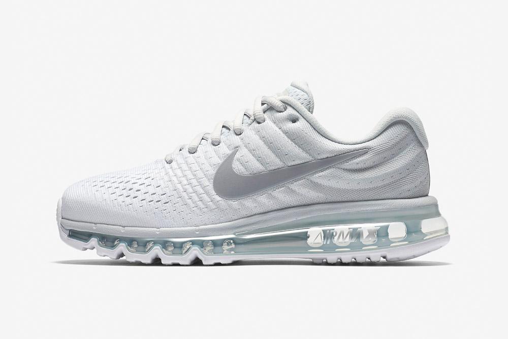 Nike Air Max 2017 — dámské běžecké boty — tenisky — sneakers — bílé (white)