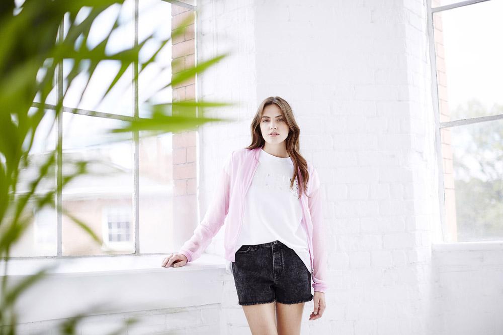 Bench — dámské džínové šortky, kraťasy, černé — dámský průhledný růžový bomber