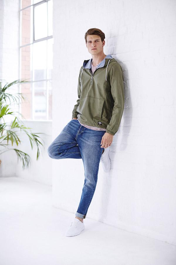 Bench — pánský pullover olivový, bunda přes hlavu s kapucí — modré džíny