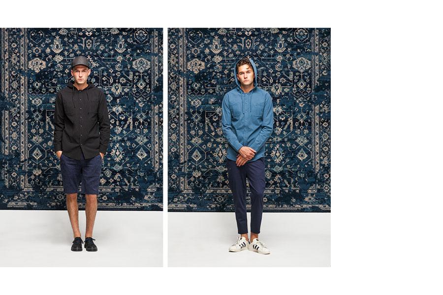 Publish — černá a modrá bunda s kapucí — modré šortky a kalhoty — lookbook jaro 2017