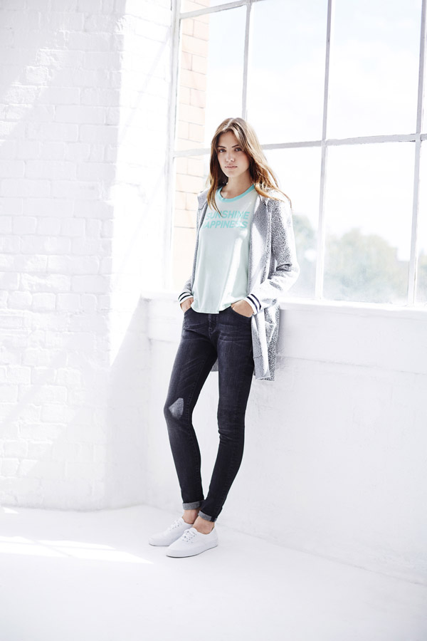 Bench — dámský bílo-šedý cardigan (kardigan) s kapucí — skinny fit džíny (jeansy)