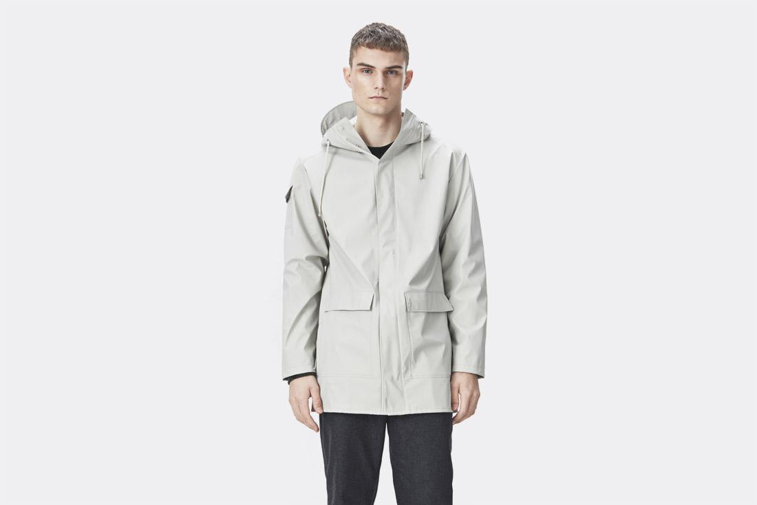 Rains LTD. — smetanově bílá pláštěnka s kapucí — pršiplášť — raincoat — nepromokavá bunda — pánská — jaro/léto 2017