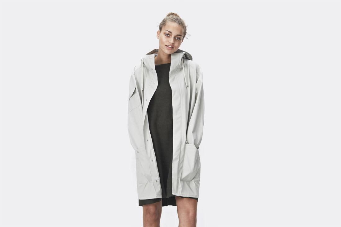 Rains LTD. — smetanově bílá pláštěnka s kapucí — pršiplášť — raincoat — nepromokavá bunda — dámská — jaro/léto 2017