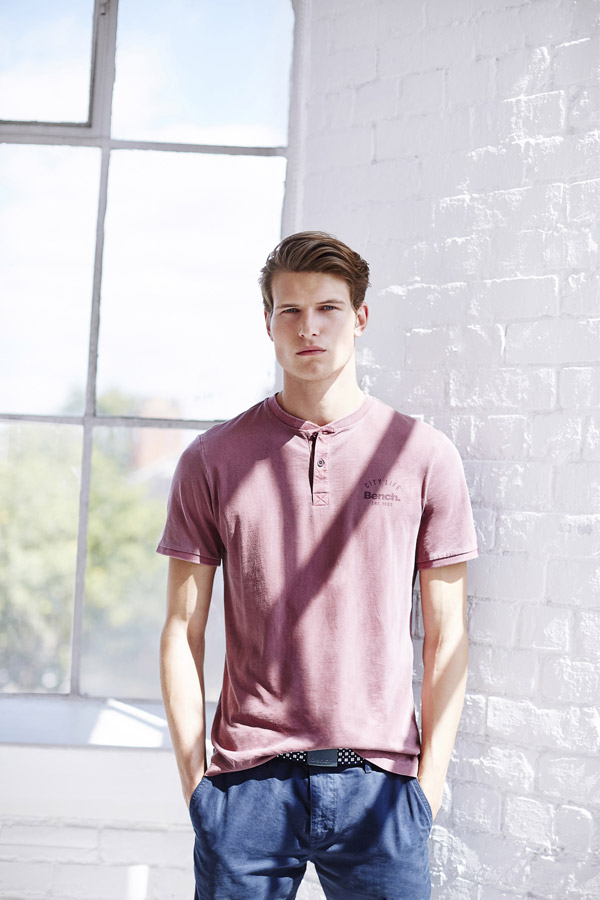 Bench — světle vínové tričko — pánské tričko