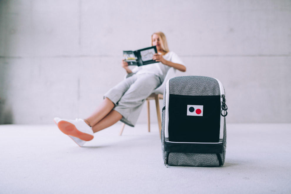 Pinqponq — šedý batoh Cubik Small — recyklovaný z PET — sustainable — backpack