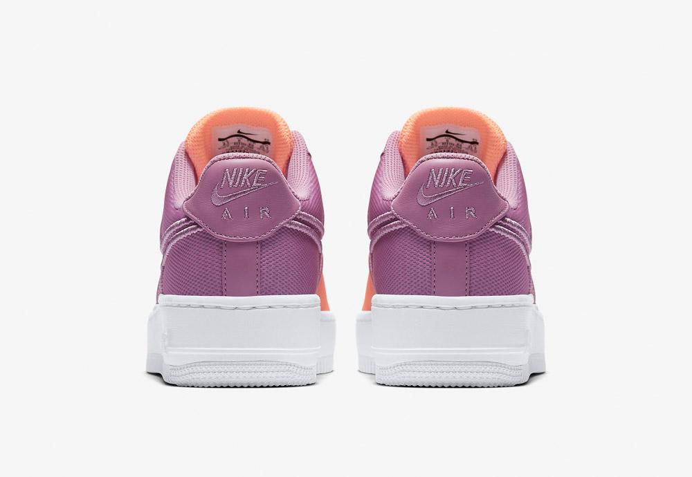 Nike Air Force 1 Low Upstep BR — tenisky na platformě — zadní pohled