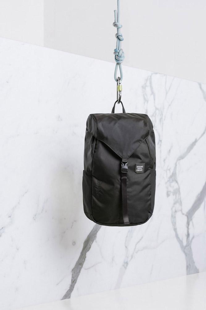 Herschel Supply — batoh — Trail Barlow Medium Backpack — černý — lookbook léto (summer) 2017