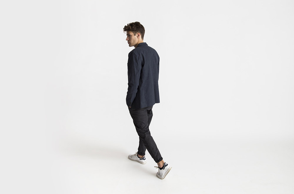 RVLT — modré krátké sako — pánské — tmavě šedé kalhoty