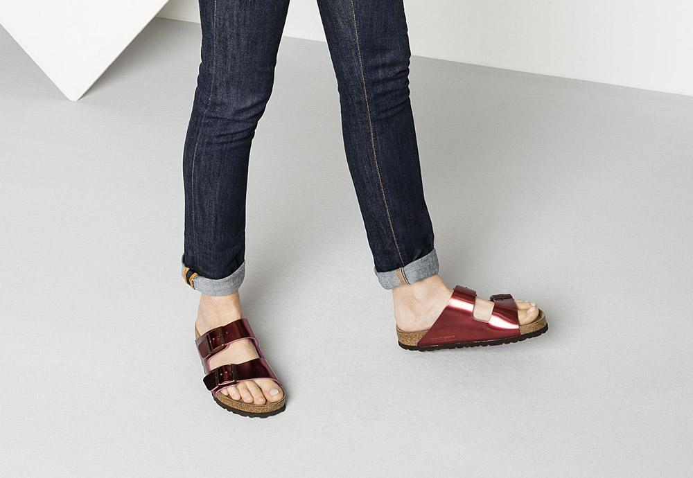 245a65ba2a9 Birkenstock — korkové pantofle — Arizona — dámské — kožené — červené