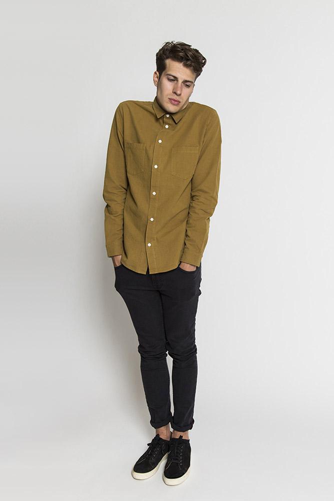 RVLT — pánská hnědá košile s dlouhým rukávem — černé skinny fit kalhoty — pánské