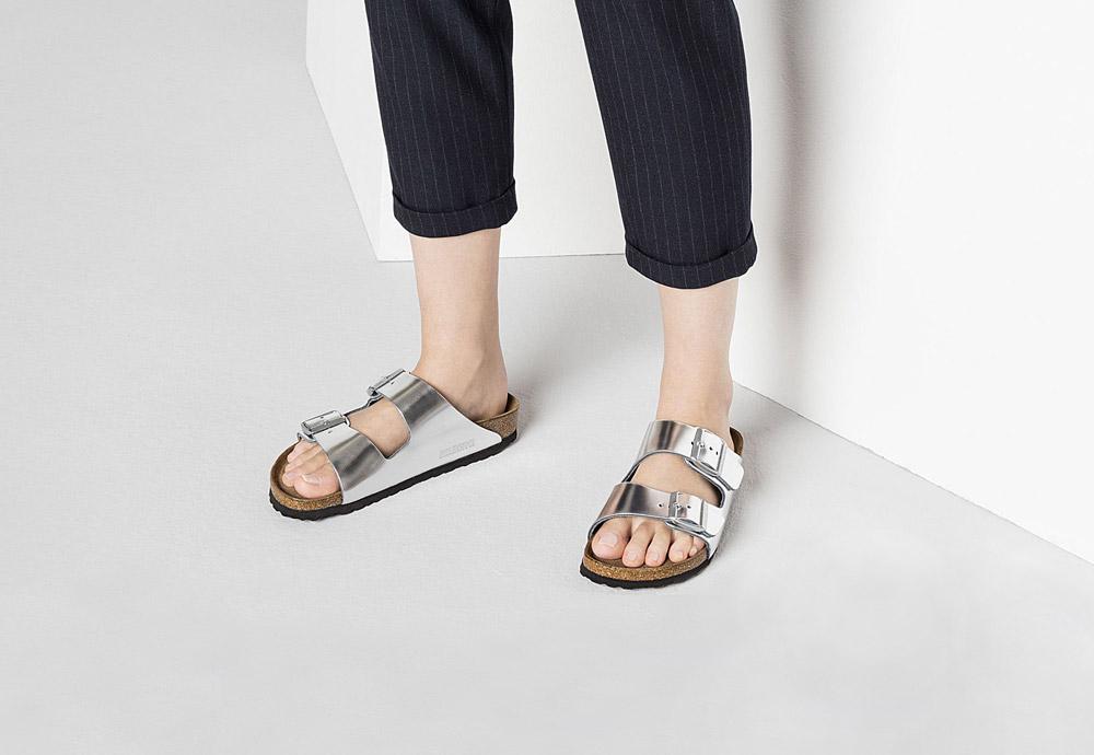 Birkenstock — korkové pantofle — Arizona — dámské — kožené — stříbrné — metalické — Metallic Silver