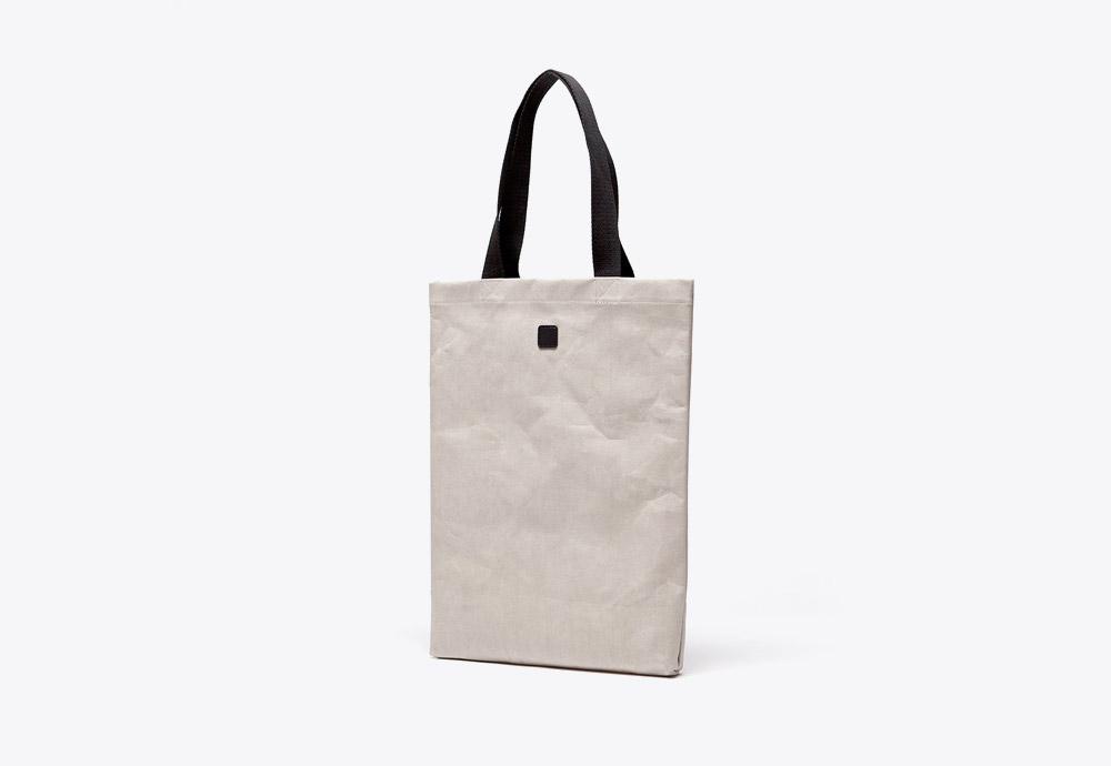 Ucon Acrobatics — taška — krémová, šedá — veganský z celulózy a bavlny — Filip Bag — kolekce Paper