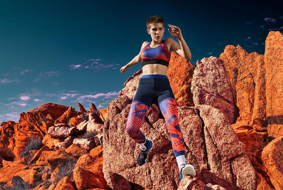 adidas StellaSport — dámské sportovní oblečení — podzim/zima 2017 — modro-oranžové legíny — modro-oranžová sportovní podprsenka