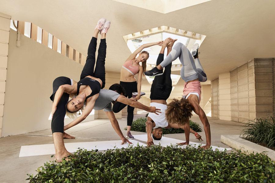 Nike — Yoga Wear — oblečení na jógu — dámské legíny a podprsenky na jógu — pánské šortky, trička