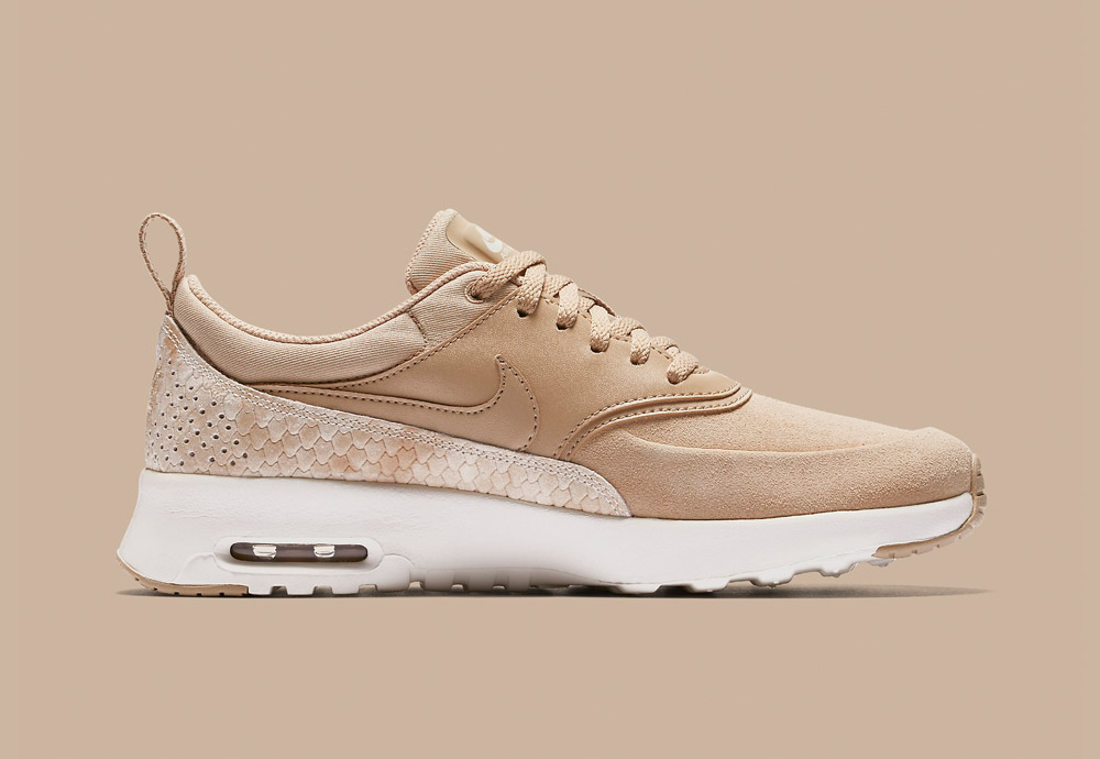 Nike Air Max Thea Premium Snake — dámské boty — tenisky — sneakers — hadí vzor — béžové, světle hnědé (linen, sail)