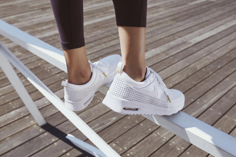 Nike Beautiful x Powerful x Elaine Thompson — dámské boty — Nike Air Max Thea SE Premium — bílé tenisky — sneakers