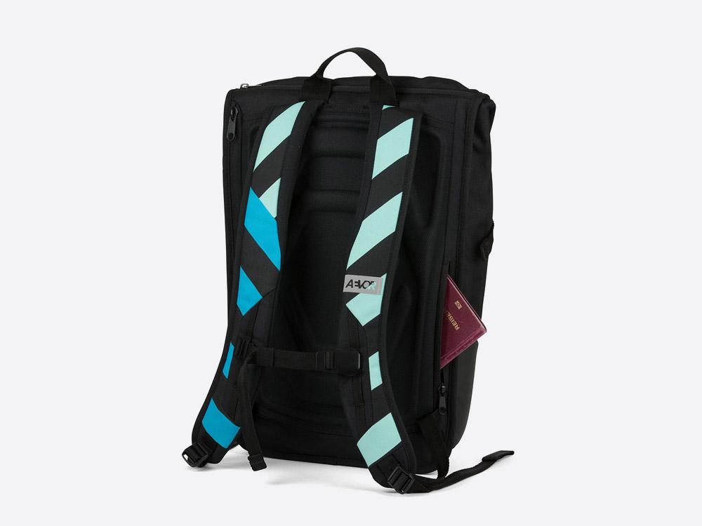 Aevor Daypack — pruhovaný batoh — modrý, růžový, bílý, černý — Stripeoff Blue Range