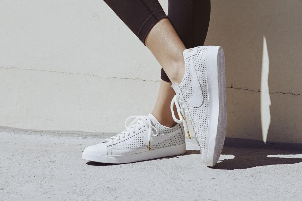 Nike Beautiful x Powerful x Elaine Thompson — dámské boty — Nike Blazer Premium Low QS — bílé tenisky — sneakers