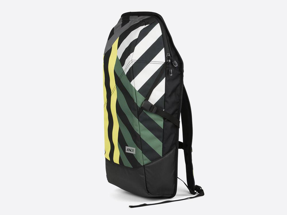 Aevor Daypack — pruhovaný batoh — zelený, žlutý, šedý, černý — Stripeoff Green Range