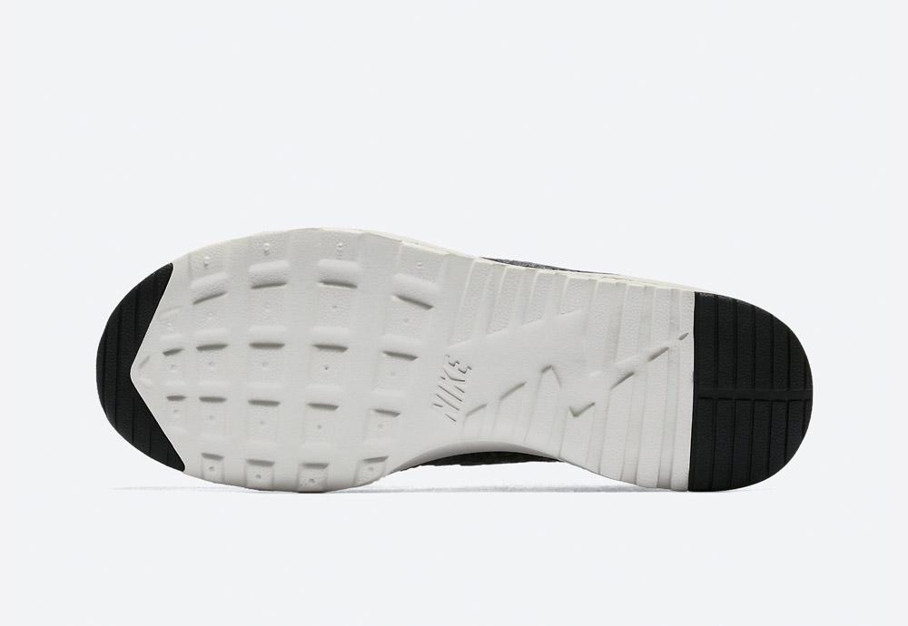 Nike Air Max Thea Premium Snake — dámské boty — tenisky — sneakers — hadí vzor — černé, tmavě šedé (black, sail, dark grey)
