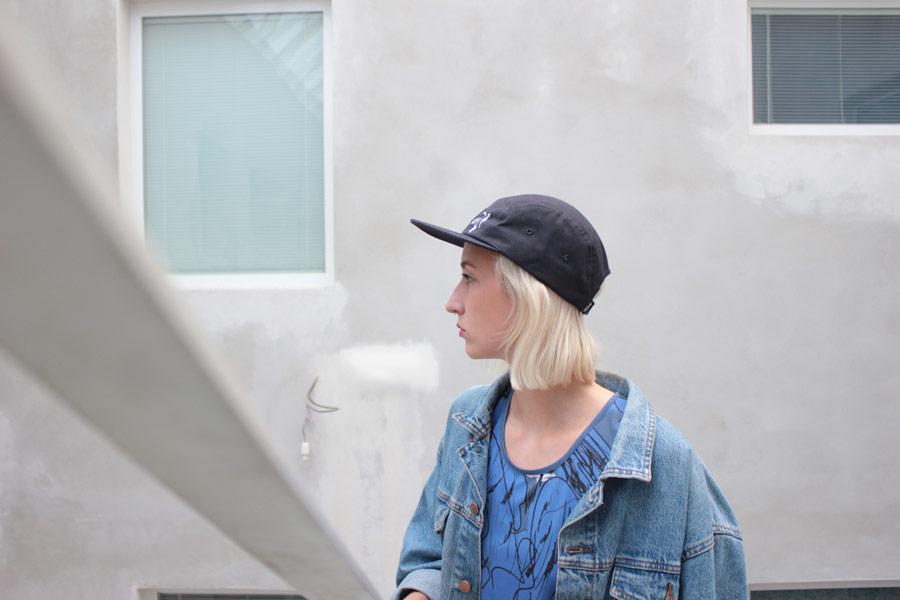 Retart — černá kšiltovka — modré tričko s potiskem