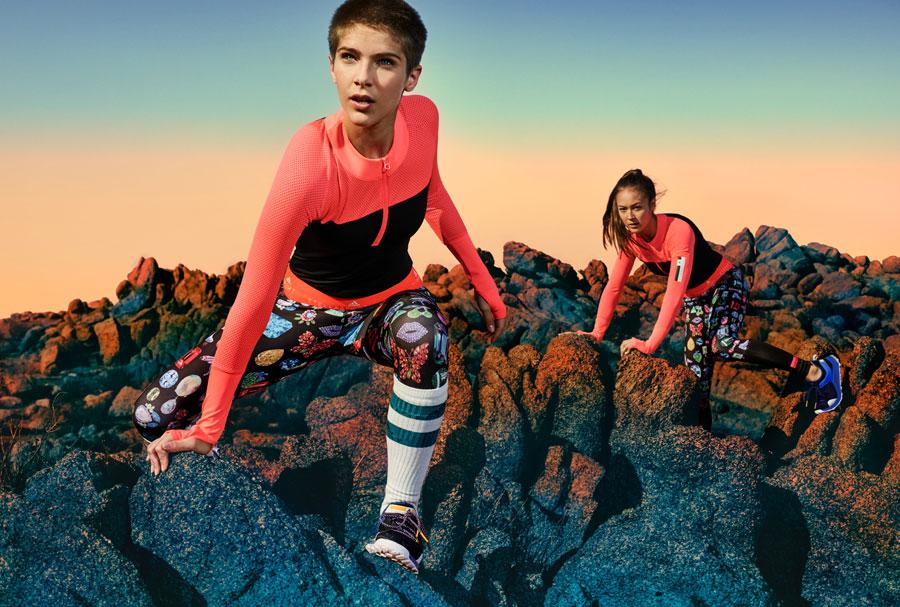 adidas StellaSport — dámské sportovní oblečení — podzim/zima 2017 — uplé tričko — černé legíny s potiskem