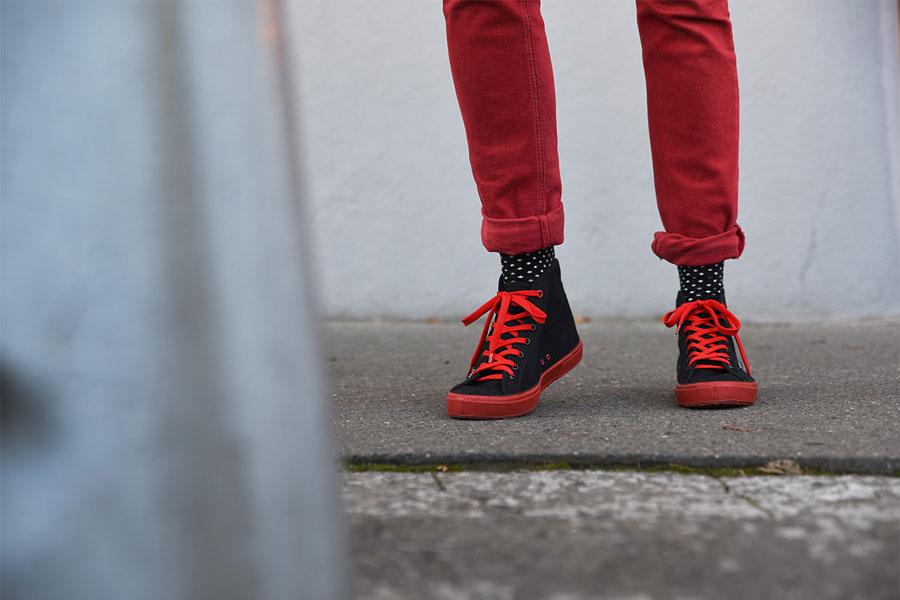 Bohempia — konopné plátěné tenisky — černé, červené tkaničky, červená podrážka — kecky — letní tenisky — veganské — kotníkové — pánské, dámské — BHMP