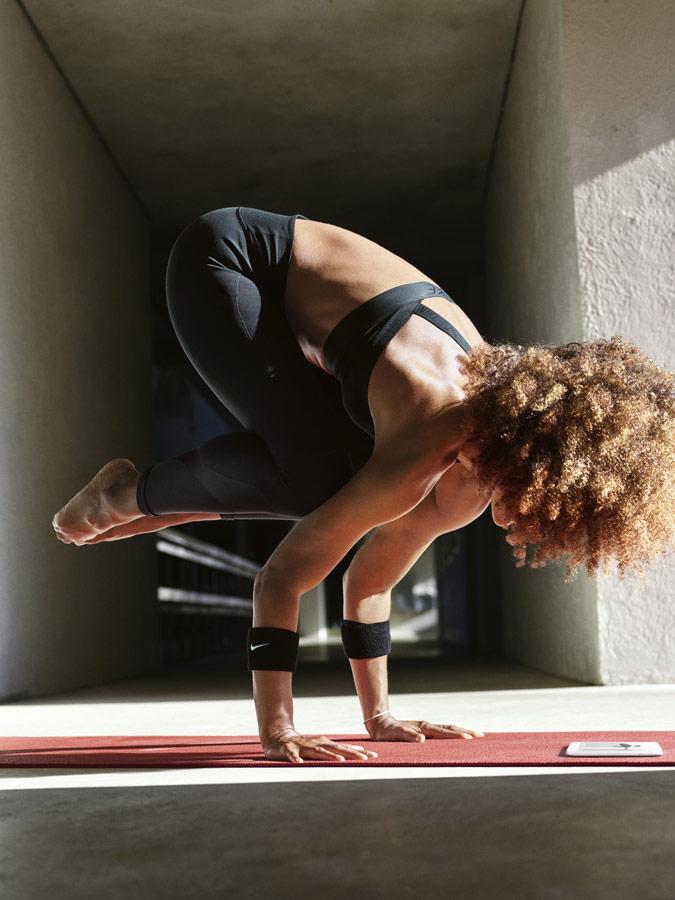 Nike — Yoga Wear — oblečení na jógu — černé legíny na jógu — černá podprsenka na jógu