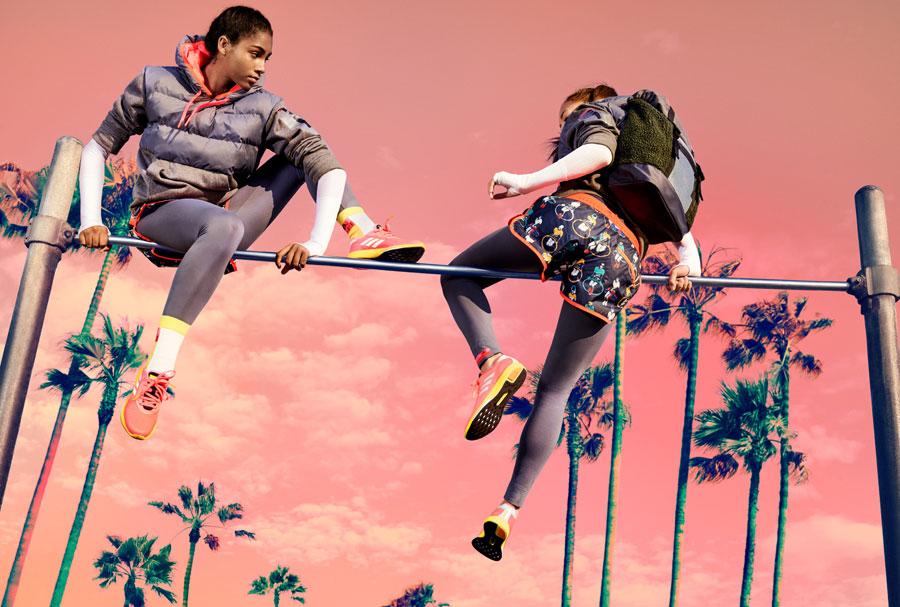 adidas StellaSport — dámské sportovní oblečení — podzim/zima 2017 — modré kraťasy — boty Yvori Runner