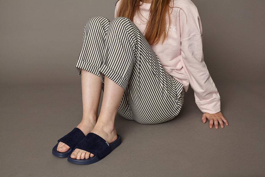 Slydes — tmavě modré letní pantofle — dámské, pánské — nazouváky (slides)