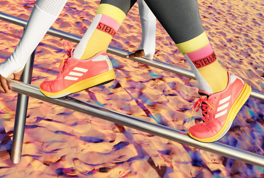 adidas StellaSport — dámské sportovní oblečení — podzim/zima 2017 — oranžové boty Yvori Runner