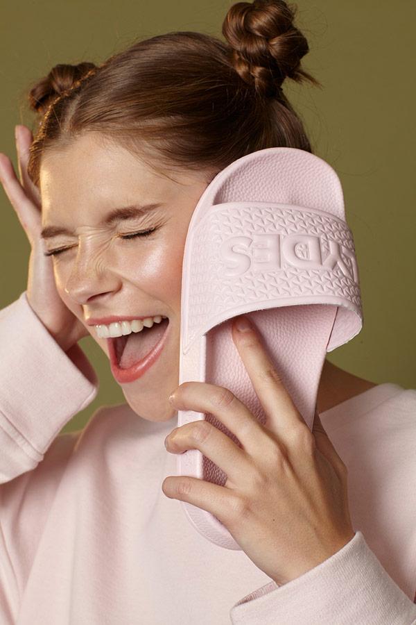 Slydes — světle růžové letní pantofle — pánské, dámské — nazouváky (slides)
