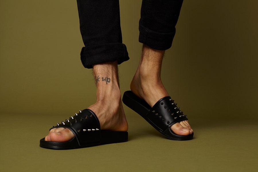 Slydes — černé letní pantofle s ostny — pánské, dámské — nazouváky (slides)