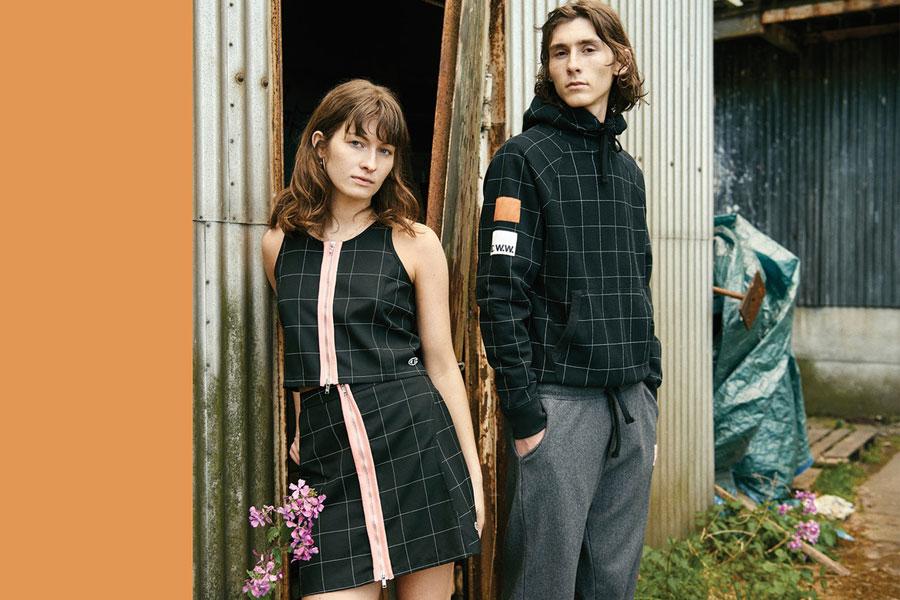 Champion x Wood Wood — černý kostkovaný top, kostkovaná černá sukně — černá kostkovaná mikina s kapucí
