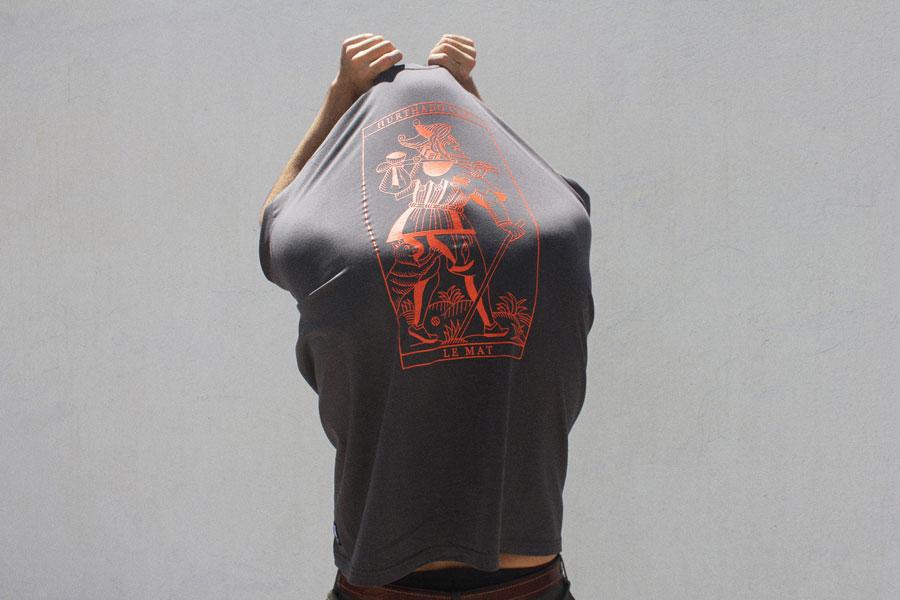 Hurthado Clo' — tmavě šedé tričko s potiskem