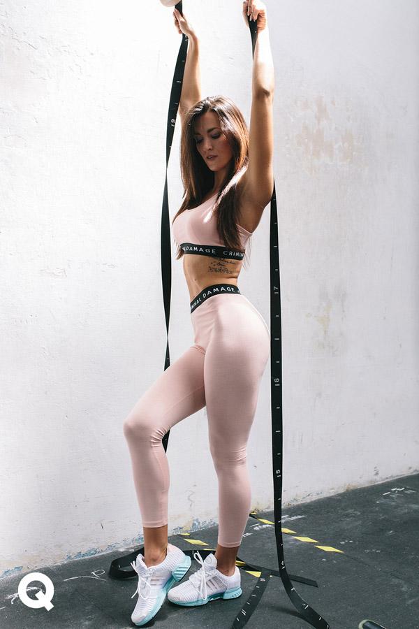 Queens x Kamila Pavlíčková — lookbook — CrossFit — bílé tenisky adidas Climacool 1 — růžový dámský top, podprsenka Criminal Damage Basic Bra Top — růžové legíny Criminal Damage Basic Legging