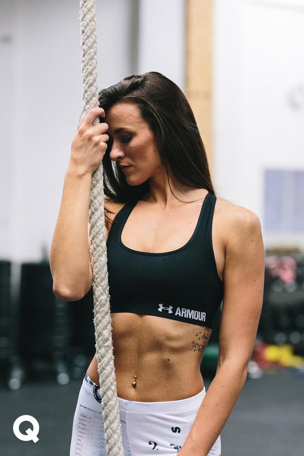 Queens x Kamila Pavlíčková — lookbook — CrossFit — sportovní podprsenka Under Armour Crossback