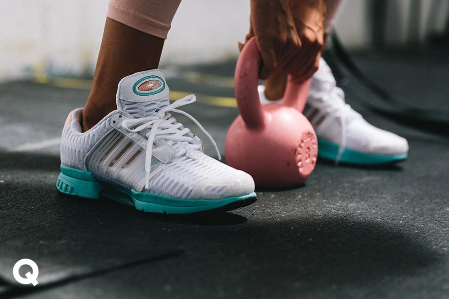 Queens x Kamila Pavlíčková — lookbook — CrossFit — dámské bílé boty adidas Climacool 1, zelená podrážka — černá