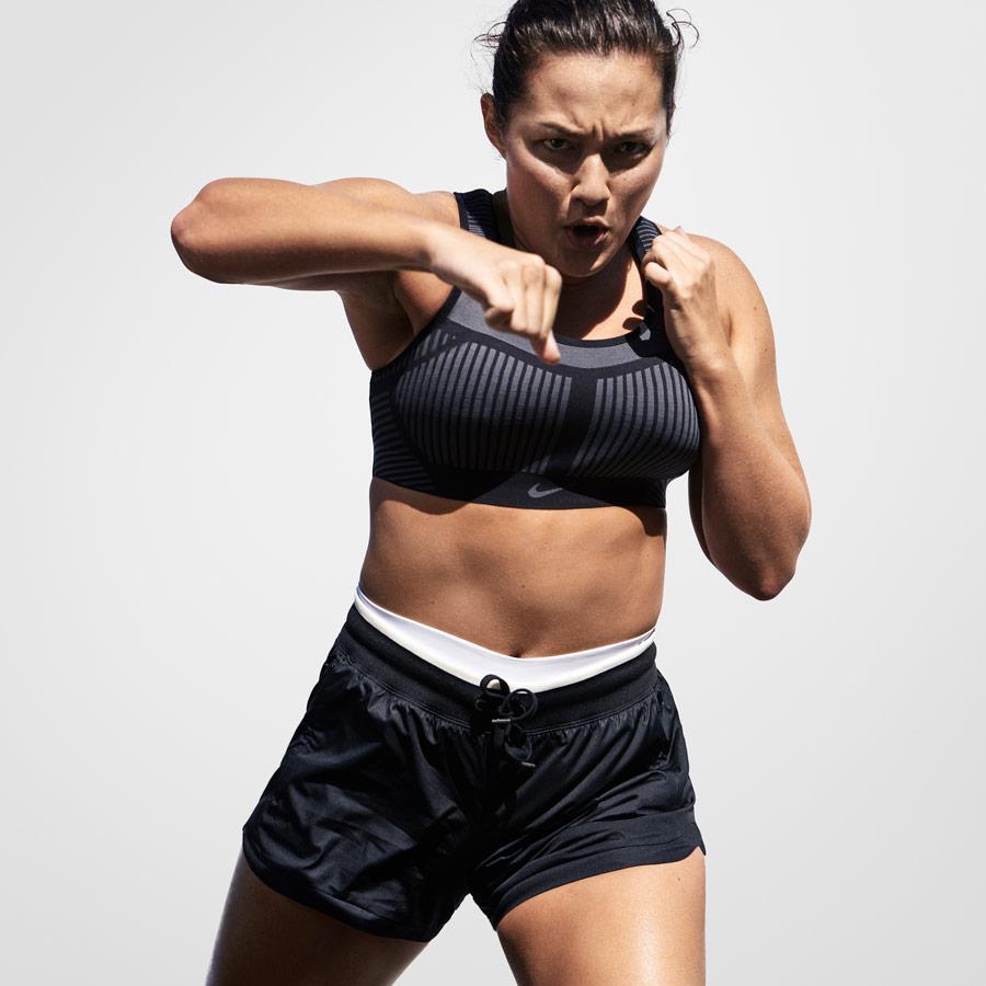 Nike FE/NOM Flyknit Bra — sportovní podprsenka — šedá — elastická