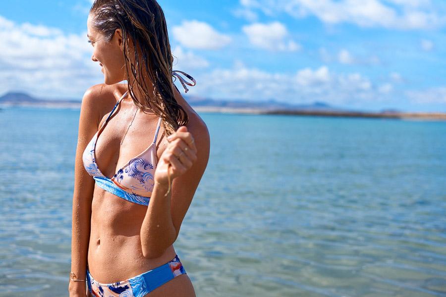 Roxy — dámské dvoudílné plavky s plážovými motivy — modro-růžové — bikiny — surfařské — Pop Surf 2017 — swimwear