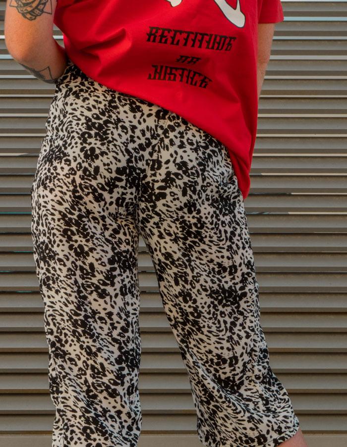 Hurthado Clo' — bílé dámské šortky se vzorem